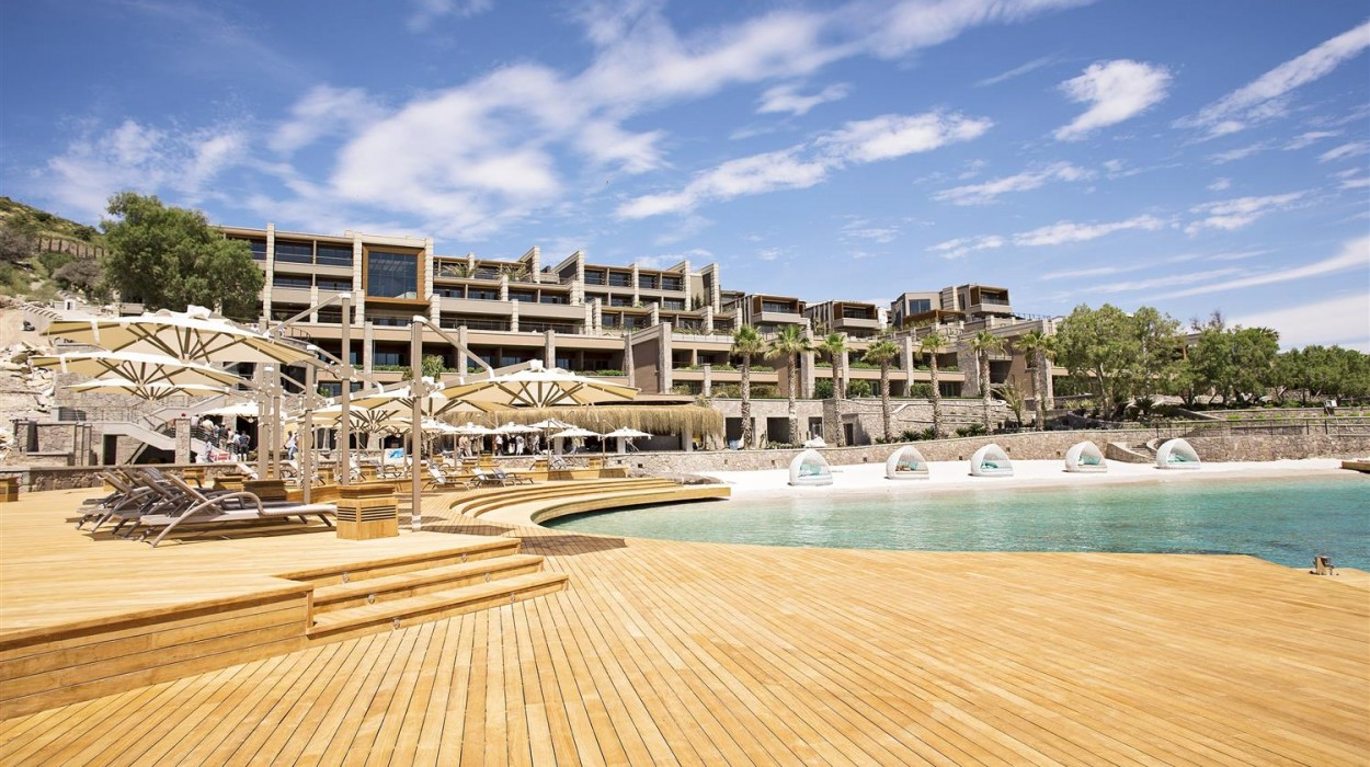 Caresse a Luxury Collection Resort & Spa